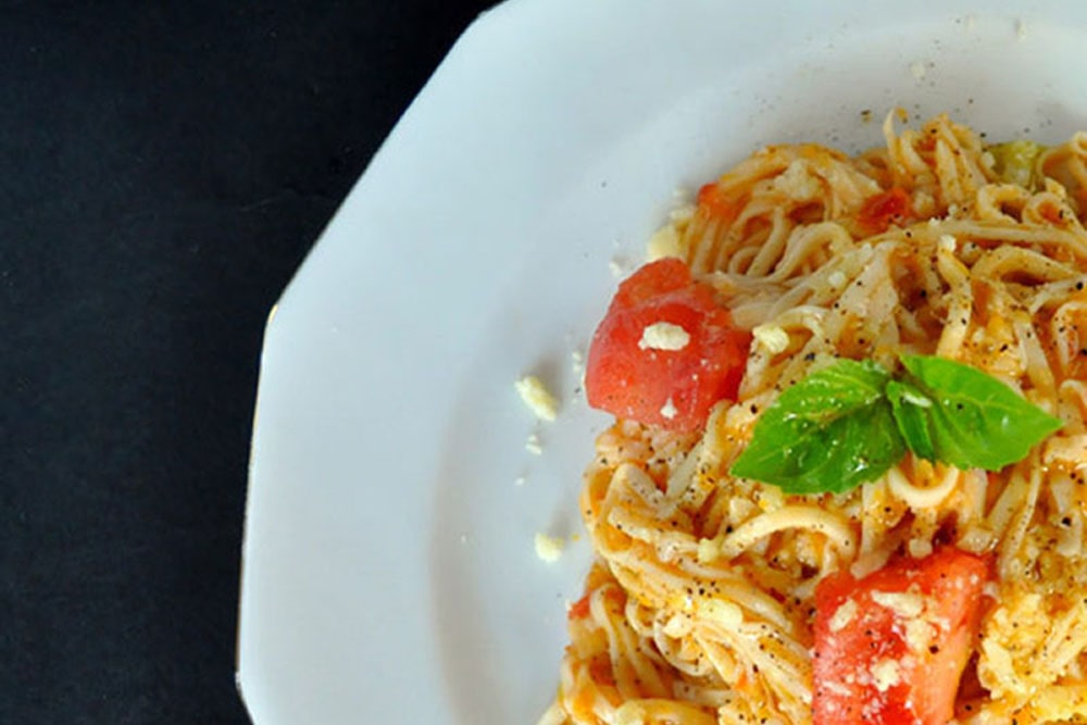 Η απόλυτη κόκκινη σάλτσα ζυμαρικών Νάπολι με τομάτα και βασιλικό