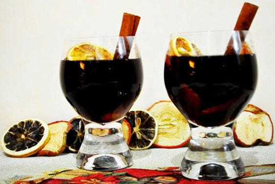 Ζεστό αρωματικό κρασί: Πώς να φτιάξετε Gluhwein σε 5 μόλις λεπτά