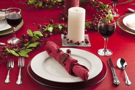 Στρώνοντας το γιορτινό τραπέζι. Συμβουλές και κανόνες για να είναι όλα στη θέση τους.