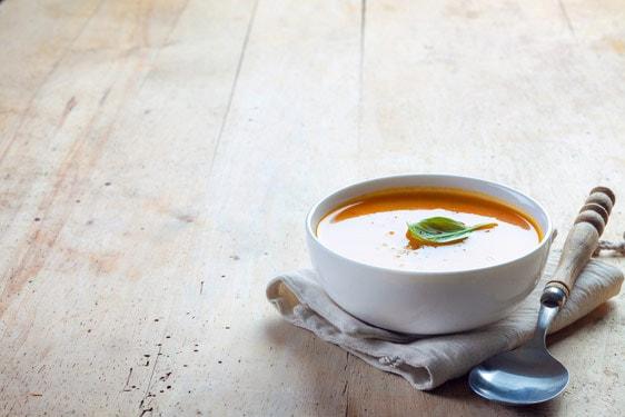 Κρύες σούπες: 5 συνταγές που θα σας κάνουν να τις βάλετε στο πρόγραμμά σας