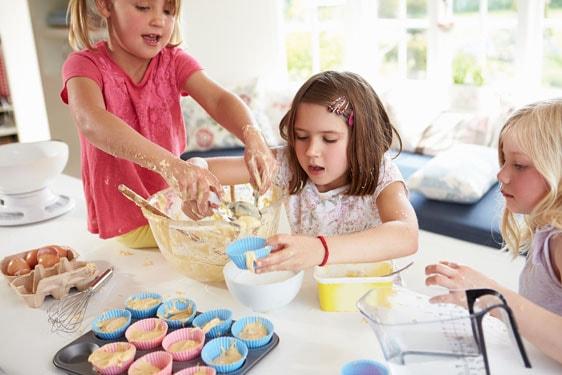 Ένα παιδικό cupcake εργαστήριο στην κουζίνα σας